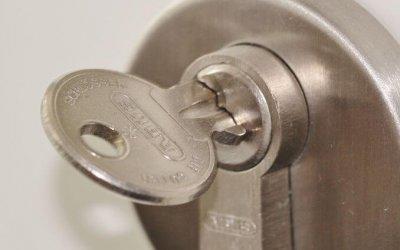 Dépannage serrurerie, clé cassée ou bloquée fermée dehors.